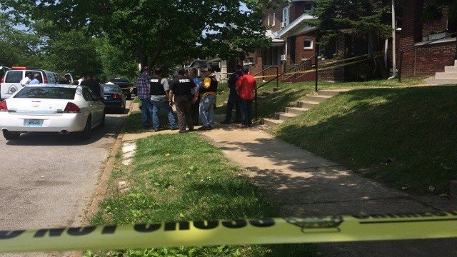Officers on scene of a shooting in St. Louis' Holly Hills neighborhood. (Marielle Mohs, KMOV)