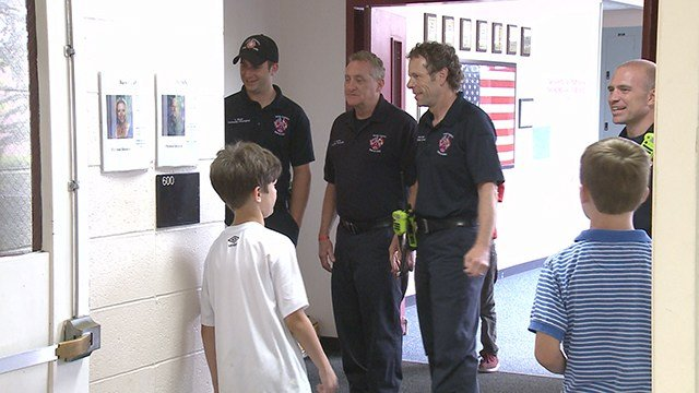 Students at Barretts elementary host First Responders Day. (Credit: KMOV)