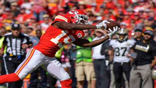 Kansas City Chiefs wide receiver Jeremy Maclin (19) pulls in a pass against the New Orleans Saints during the first half of their NFL football game in Kansas City, Mo., Sunday, Oct. 23, 2016. (AP Photo/Reed Hoffmann)