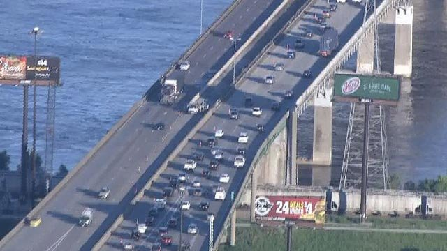 Left lane of WB Poplar Street Bridge closed Wednesday (Credit: KMOV)