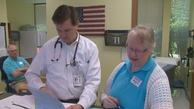 A group at the Crossroads Clinic is working to bridge the gap in healthcare in the St. Louis area. (Credit: KMOV)