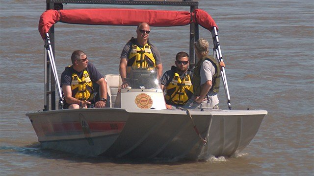 Water rescue gets called off after officials determine boat was abandoned. (Credit: KMOV)