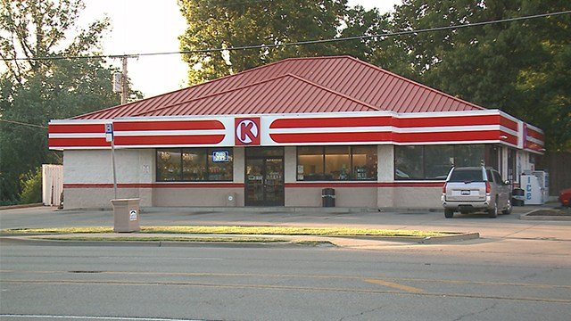 A robbery occurred at the Circle K on Bunkum Road Saturday night. (Credit: KMOV)