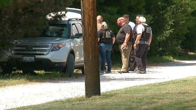 Federal agents in Belleville Wednesday afternoon. (KMOV)