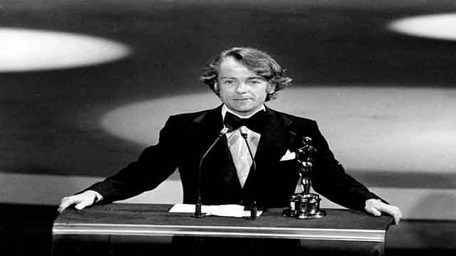 """Actor John Avildsen accepts the Oscar for best director for """"Rocky"""" at the 1976 Academy Awards in Los Angeles, Ca., on March 28, 1977. (AP Photo)"""