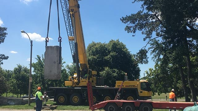Crews removing a piece of the Confederate Monument in Forest Park on June 27, 2017 (Credit: Alexis Zotos, KMOV)