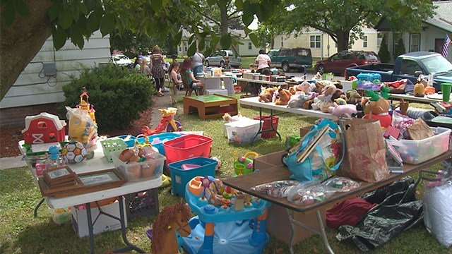 Lebanon, Ill. girl organizes yard sale to help pay for sister's suture funeral costs. (Credit: KMOV)