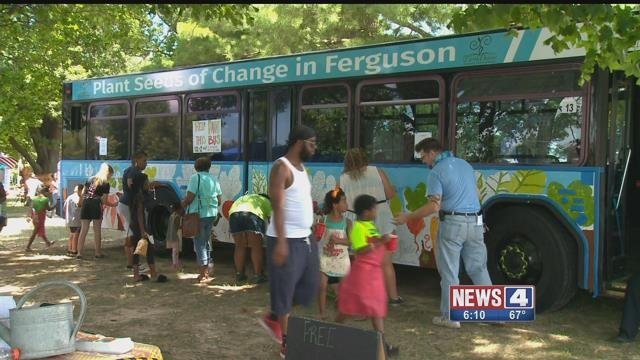 Volunteers paint a Metro bus for the 'Art in Transit' program (Credit: KMOV)