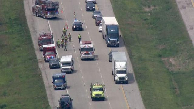 Emergency crews on northbound I-255 following a bus crash in Dupo Monday (Credit: KMOV)