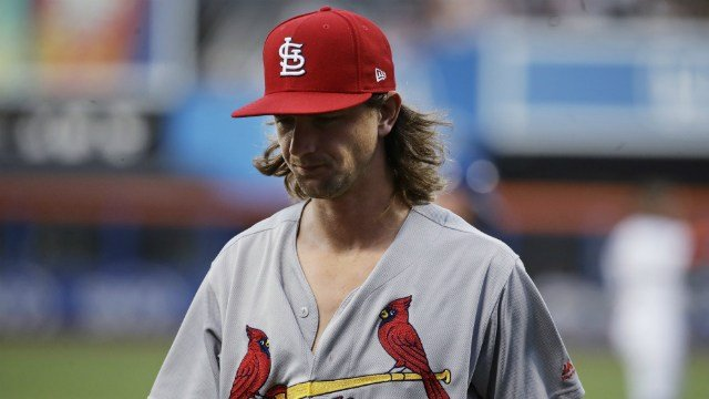 Cardinals trade Mike Leake to the Mariners