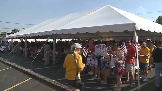 Granite City workers rallied Thursday, hoping to get their jobs back. Credit: KMOV