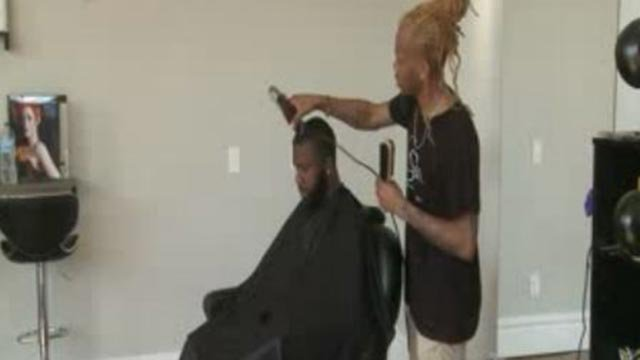 Willie Calloway working inside his barbershop (Credit: KMOV)