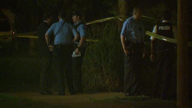 Police in the 1800 block of Warren after a man was fatally shot (Credit: KMOV)