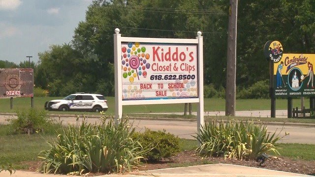 A brand new air conditioning unit was stolen from Kiddo's Closet and Clips in Fairview Heights. (Credit: KMOV)