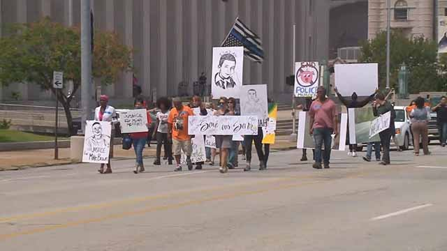 Protests over two recent officer-involved shootings shut down St. Louis City Hall. Credit: KMOV