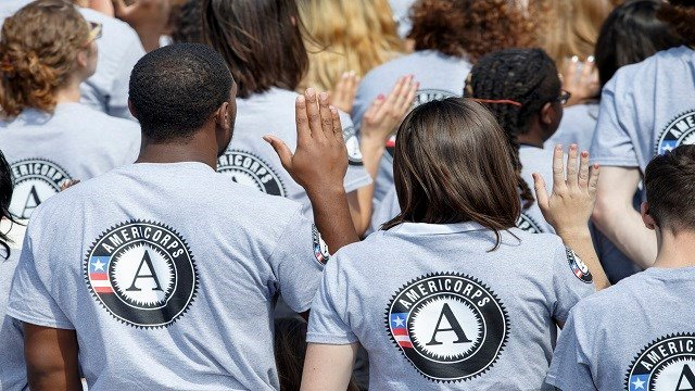 As President Barack Obama and former President Bill Clinton mark the 20th anniversary of the AmeriCorps national service program, hundreds of new volunteers are sworn in for duty at a ceremony, Friday, Sept. 12, 2014, on the South Lawn.(Credit: AP)