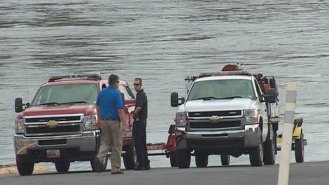 Rescuers at the Missouri River after a canoe overturned Thursday (Credit: KMOV)