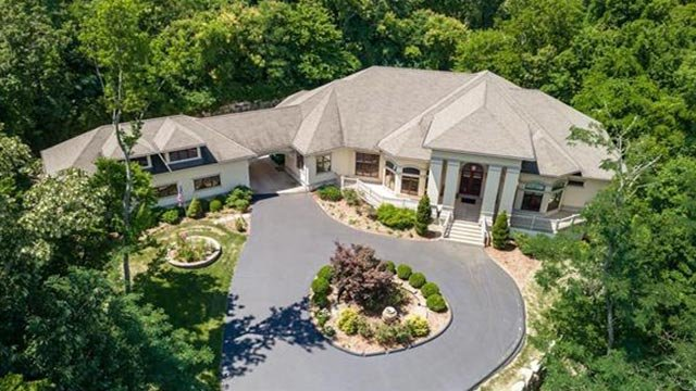 4 bedroom, 5 bathroom home located on Sunset Hills Golf Course.  (Credit: Gladys Manion)