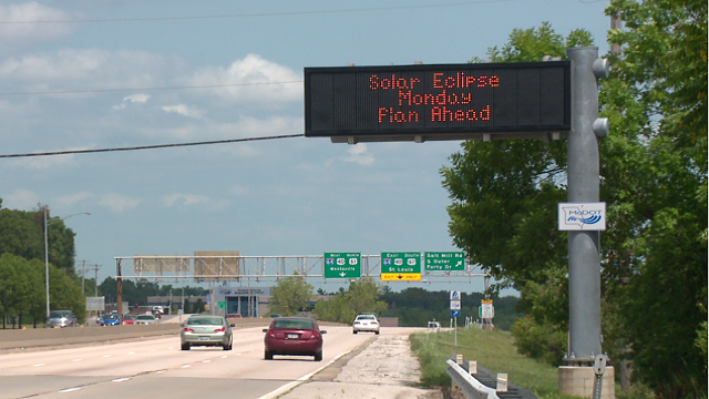 MoDOT message board sign warning drivers ahead of the eclipse. (Credit: KMOV)