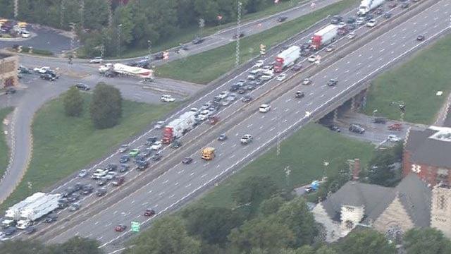 Traffic backup on EB I-44/55 near Poplar Street Bridge Friday (Credit: KMOV)