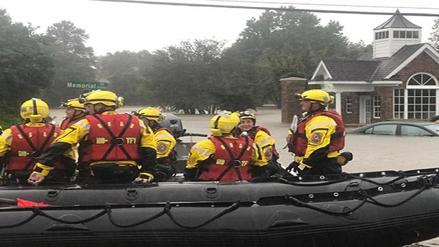Missouri Task Force 1 on a flooded Texas street (Credit: Boone County Fire Protection District)