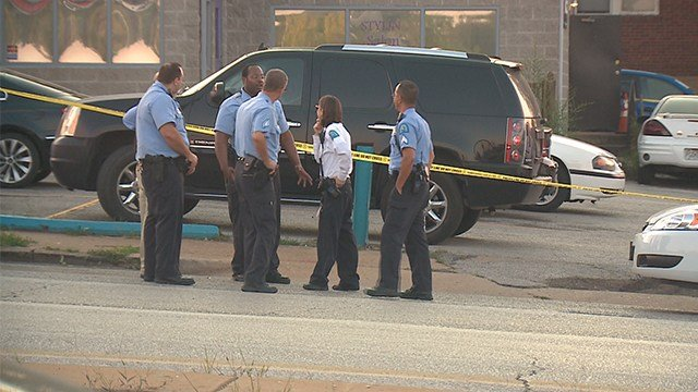 Investigators in the 4800 block of Goodfellow following a double shooting on Sept. 9 (Credit: KMOV)