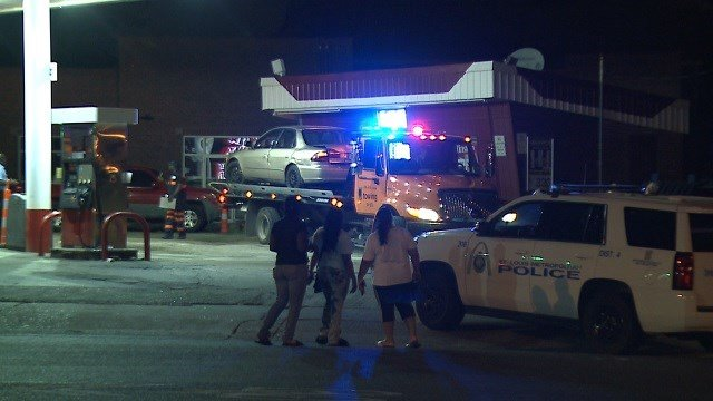 Officers on scene of a deadly shooting in Old North St. Louis Tuesday night (KMOV)