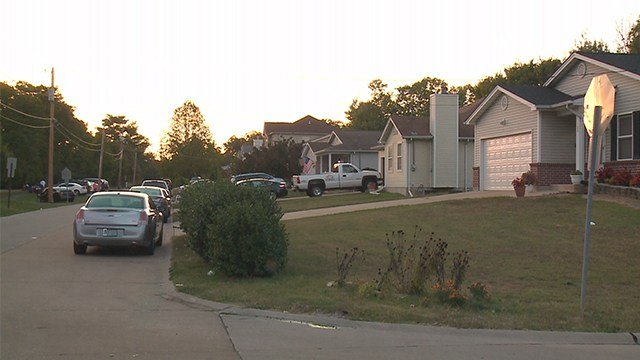 Police are investigating a shooting that occurred in the 100 block of Almentor Avenue Sunday afternoon. (Credit: KMOV)