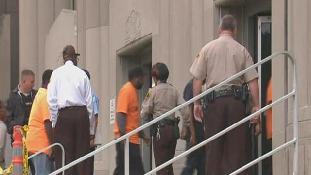 Protesters arriving at the courthouse to meet with St. Louis City Judges Monday (Credit: KMOV)