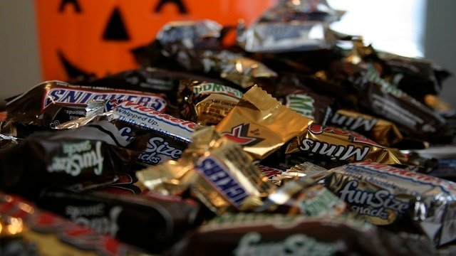 """In this Sept. 30, 2007 file photo, """"Fun Size"""" and """"Mini"""" candies are seen in New York. (Credit: AP Photo/Dan Goodman, file)"""