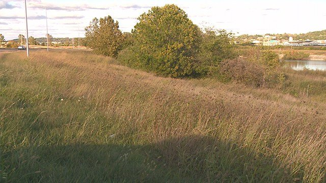 The area where the man's body was found by police. (Credit: KMOV)