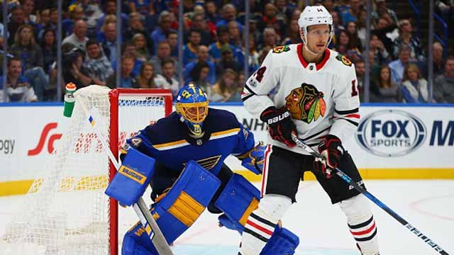 Jake Allen #34 of the St. Louis Blues lines up for a face off against the Chicago Blackhawks in the second period at the Scottrade Center on October 18, 2017 in St. Louis, Missouri. (Photo by Dilip Vishwanat/Getty Images)