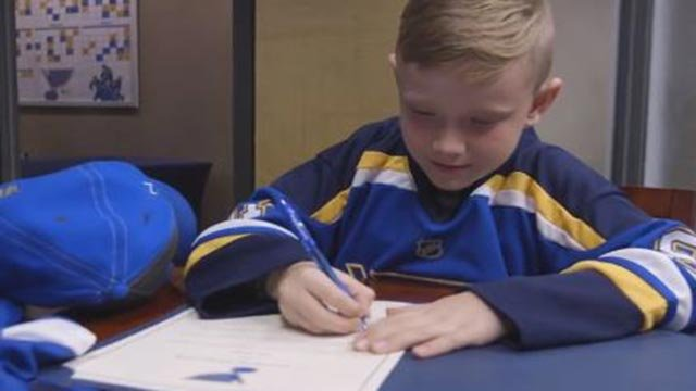 Levi Ervin signing his one-day contract with the St. Louis Blues (Credit: St. Louis Blues)