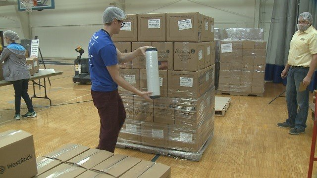 Volunteers package meals for the hungry at St. Louis World Food Day. (Credit: KMOV)