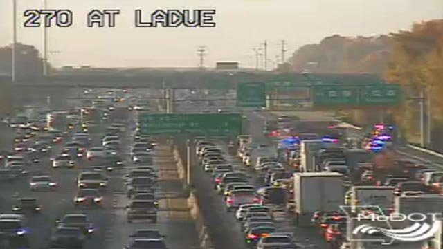 A crash blocked multiple lanes of SB I-270 at Ladue Wednesday morning (Credit: MoDOT)