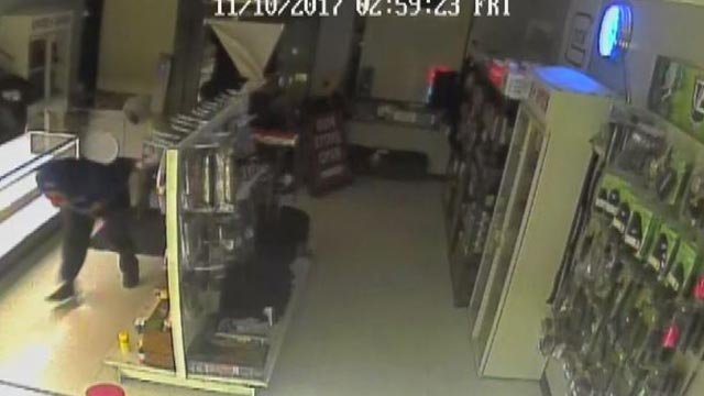 Suspects breaking into Triple Threat Armory in Affton Friday morning (Credit: Triple Threat Armory)