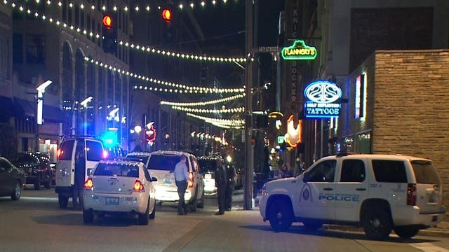 Police near Washington & Tucker after pulling out wanted suspects (Credit: KMOV)