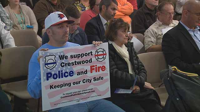 People came out to support Crestwood police officers on Tuesday night. Credit: KMOV