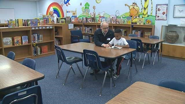 David Kravitz helps tutor student Kenneth Taylor. (Credit: KMOV)