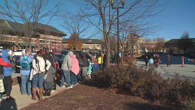 People hoping to win a gift card lined up at the Meadows shopping center. Credit :KMOV