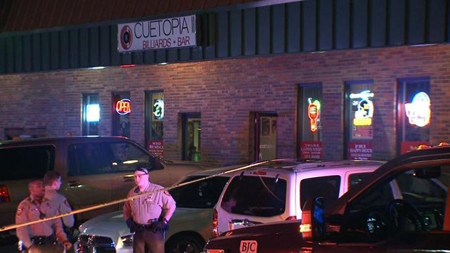 St. Louis County police officers outside Club Cuetopia (Credit: KMOV)