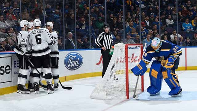 Tyler Toffoli #73 of the Los Angeles Kings is congratulated after scoring a goal against Jake Allen #34 of the St. Louis Blues at Scottrade Center on December 1, 2017 in St. Louis, Missouri. (Photo by Scott Rovak/NHLI via Getty Images)