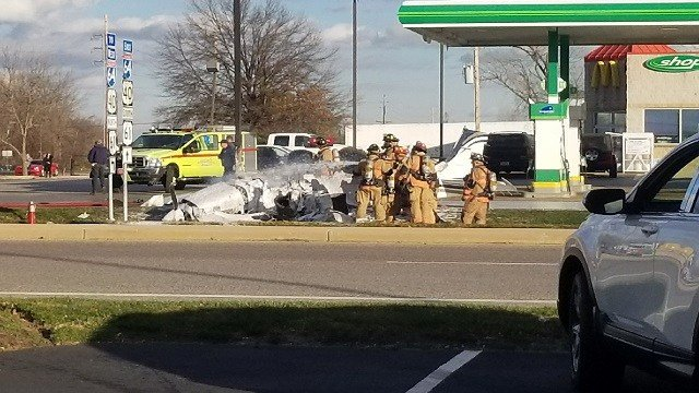Plane crashes in Chesterfield parking lot