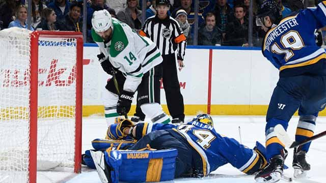 Jake Allen #34 of the St. Louis Blues makes a save against Jamie Benn #14 of the Dallas Stars at Scottrade Center on December 7, 2017 in St. Louis, Missouri. (Photo by Scott Rovak/NHLI via Getty Images)