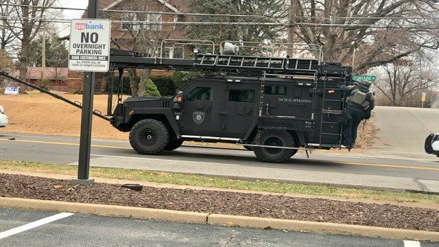 A SWAT team arriving to the standoff location in North County (Credit: Justin Andrews, KMOV)