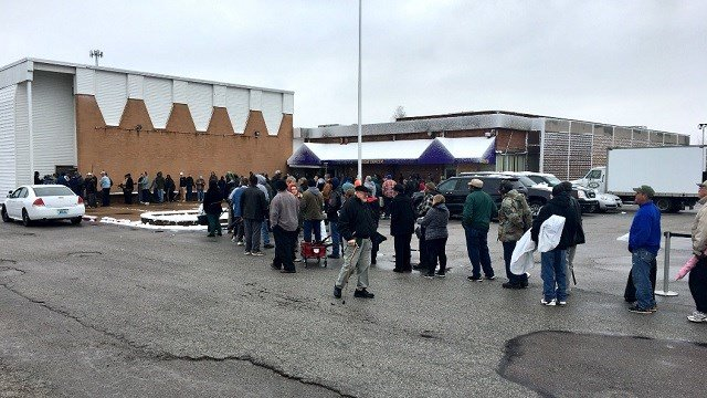 Lines form at the Omega Center to get cash for trading in your guns. (Credit: St. Louis Metro Police Department)