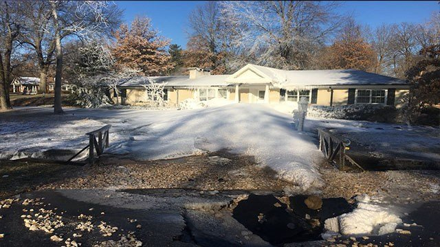 Water main break covers a home in Ladue with ice (Credit: KMOV)