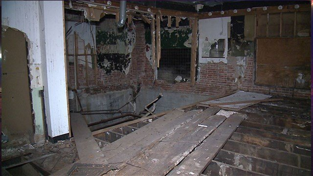 Inside of the abandon Club Imperial in North St. Louis ( Credit: KMOV)
