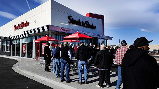 Steak 'n Shake is suing a woman who claimed the eatery had worms in the meat. (Credit: Getty Images)