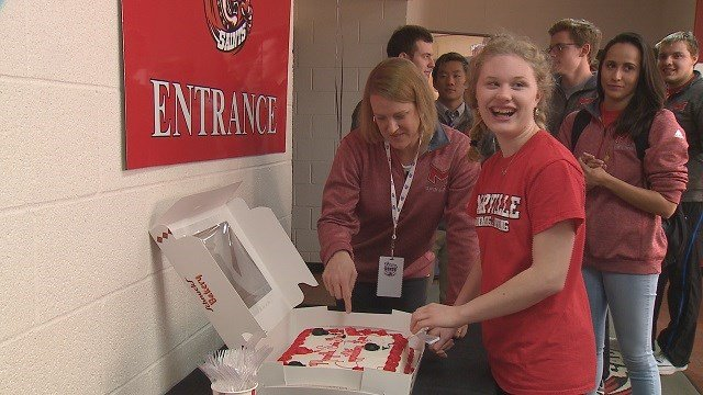 Anna Rose celebrates with her new swim team with a cake. (Credit: KMOV)